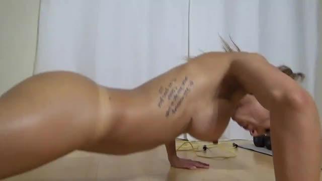 Stripper Loira Gostosa Se Exercitando Pelada