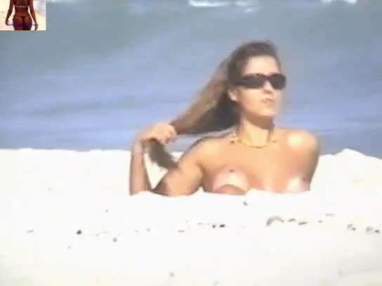 Nana Gouveia Flagrada Pelada Na Praia