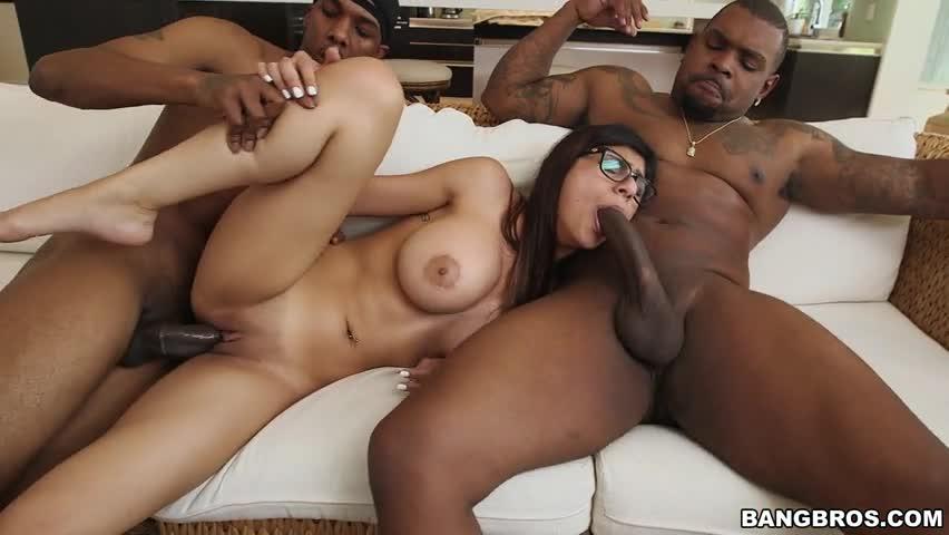 Mia Khalifa Porno Transando Com Negros Dotados