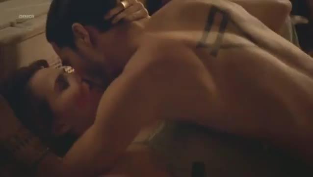 Letícia Colin pelada em cenas de sexo